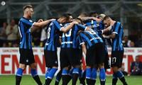 Các cầu thủ Inter Milan ăn mừng chiến thắng.