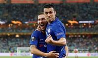 Pedro và Hazard ăn mừng chiến thắng