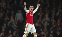 Granit Xhaka khiêu khích người hâm mộ Arsenal.