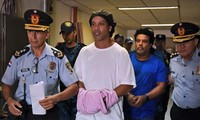 Ronaldinho và anh trai đã bị cảnh sát Paraguay bắt giữ hôm 6/3.