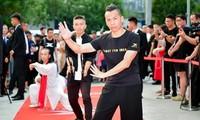 Hà Hưng Quả tự nhận luyện thành Hàng long thập bát chưởng.