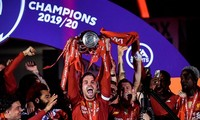 Anfield đỏ rực pháo hoa ngày Liverpool đón cúp vô địch
