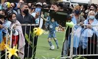 Hàng nghìn người xếp hàng chờ viếng Diego Maradona.