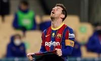 Lionel Messi tỏ ra thất vọng trong trận đấu với Bilbao.