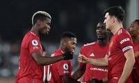 Paul Pogba ăn mừng cùng đồng đội.