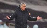 Jose Mourinho không hài lòng với các sai lầm của Tottenham.