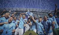 Man City ăn mừng chiếc cúp Ngoại hạng mùa 2017/18