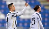 Ronaldo lập hat-trick sau cú sốc ở Champions League