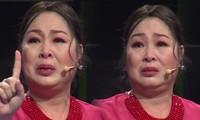 NSND Hồng Vân bật khóc nức nở kể lại chuyện ngày đi học bị bắt nạt