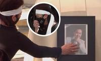 Phương Loan nức nở xoa di ảnh chồng khi bài hát 'Nhỏ ơi' vang lên trong tang lễ