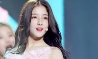 'Thiên thần lai' Hàn Quốc bị chụp trộm ảnh thay đồ khi dẫn sự kiện