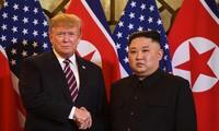 Buổi gặp đầu tiên của ông Trump và ông Kim diễn ra thế nào?