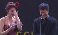 Showbiz 28/12: Người đẹp gây 'sốc' vì đọc nhầm tên quay phim thành từ nhạy cảm