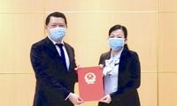 Ủy viên Trung ương Đảng, Trưởng ban Dân nguyện Nguyễn Thanh Hải trao quyết định bổ nhiệm cho Vụ trưởng Vụ Dân nguyện Lò Việt Phương