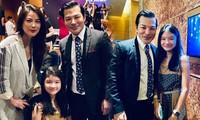 Trương Ngọc Ánh và Trần Bảo Sơn bên nhau trong bữa tiệc của con gái