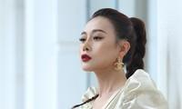 Phương Oanh phản bác câu nói tặng 10 tỷ cho người tìm ra địa chỉ mình rửa bát thuê