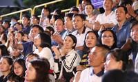 Người dân Vũng Tàu hòa chung không khí sôi động của Hoa hậu Việt Nam 2020