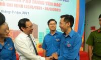 Bí thư Thành ủy TPHCM Nguyễn Văn Nên trò chuyện thân mật cùng cán bộ Ðoàn các thế hệ