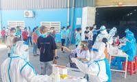 Ðà Nẵng đang khẩn trương xét nghiệm COVID-19 tại các khu công nghiệp. Ảnh: Nguyễn Thành