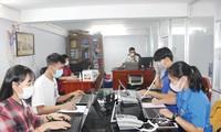 Tổ thông tin phòng, chống COVID-19 của Thành Đoàn Cần Thơ làm việc không ngừng nghỉ để cung cấp những thông tin chuẩn xác nhất