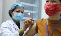 Người tình nguyện được tiêm thử nghiệm vắc-xin Nano Covax sáng 26/3Ảnh: H.Minh