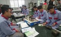 Học viên trường Cao đẳng Cơ điện Hà Nội đang học nghề Ảnh: Hữu Việt
