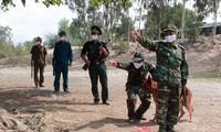 Chiến sỹ biên phòng tỉnh Đồng Tháp tuần tra biên giới