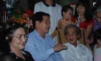 Chủ tịch nước thăm gia đình nhà văn Sơn Tùng Anh: XB