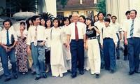 Sinh viên Đại học Kiến trúc, các tác giả Hội bút Hương Đầu Mùa và cán bộ, phóng viên báo SVVN-HHT được Thủ tướng Võ Văn Kiệt gặp mặt năm 1996 (Nhà báo Nguyễn Như Mai ngoài cùng bên trái) ảnh: Tư liệu