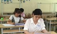 Chấm thi môn Ngữ văn tại kỳ thi THPT quốc gia 2018 tại Hội đồng chấm thi Hòa Bình Ảnh: Nghiêm Huê