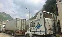 Hàng trăm container hàng nông sản ùn ứ tại cửa khẩu Tân Thanh (Lạng Sơn) Ảnh: Nguyễn Bằng