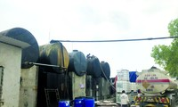 Kho lưu trữ dầu thải tại Công ty Gốm sứ Thanh Hà Ảnh: Quang Lộc