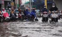 Trong tuần này, miền Bắc đón liên tiếp hai đợt mưa dông. Ảnh: Hà Nội xuất hiện nhiều điểm ngập trong trận mưa đầu tháng 3