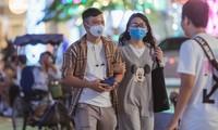 Người dân TPHCM ra đường hầu hết đã đeo khẩu trang phòng dịch