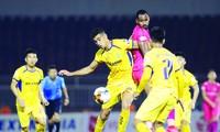 Các cầu thủ mong chờ ngày V-League trở lại Ảnh: HỮU PHẠM