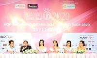 Ban tổ chức và TOP 3 trao đổi cùng báo giới sau đêm đăng quang Ảnh: HỒNG VĨNH
