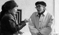 Nhà văn Kim Lân và nhà văn Lê Minh Khuê, 2005 . Ảnh: NGUYỄN ÐÌNH TOÁN