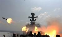 Tàu chiến Trung Quốc tập trận bắn đạn thật trên Biển Ðông (thời điểm không xác định). Ảnh: PLA Daily 