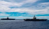 Năm ngoái, hai tàu sân bay Mỹ USS Nimitz và USS Ronald Reagan đi vào Biển Ðông. Ảnh: US Navy 