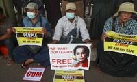 Biểu tình ở Yangon đòi trả tự do cho bà Suu Kyi Ảnh:AP