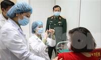Tiêm thử nghiệm vắc-xin phòng COVID-19. Ảnh: Như Ý