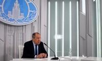 Ông Lavrov trả lời báo chí hôm 19/3 trước khi lên đường thăm Trung Quốc