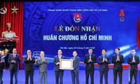 Thủ tướng Nguyễn Xuân Phúc trao tặng Huân chương Hồ Chí Minh cho Ðoàn TNCS Hồ Chí Minh. - Ảnh: Dương Triều