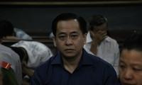 """Bị cáo Vũ """"nhôm"""" tại tòa hôm 30/11. Ảnh: Văn Minh"""