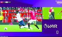 VAR cho thấy dường như đã có tác động của cầu thủ MU với cầu thủ Liverpool