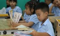 Ðể triển khai đổi mới Chương trình giáo dục phổ thông, tháng 1/2017, Bộ GD&ÐT khởi động dự án vay Ngân hàng Thế giới 77 triệu USD. (Ảnh mang tính minh hoạ. Ảnh: Hồng Vĩnh)