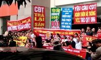 Cư dân tòa nhà BMM khu đô thị Xa La, Hà Đông (Hà Nội) phản đối chủ đầu tư ảnh: PV