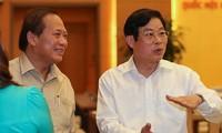 Ông Trương Minh Tuấn (trái) và ông Nguyễn Bắc Son