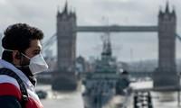 Vương quốc Anh đang bị chỉ trích là phản ứng chưa đủ mạnh trước dịch bệnh.
