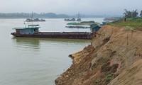 Đất hoa màu ven sông thuộc địa bàn xã An Đạo, huyện Phù Ninh bị sạt lở nghiêm trọng do hoạt động khai thác cát của Cty Gia Thịnh Phú Thọ